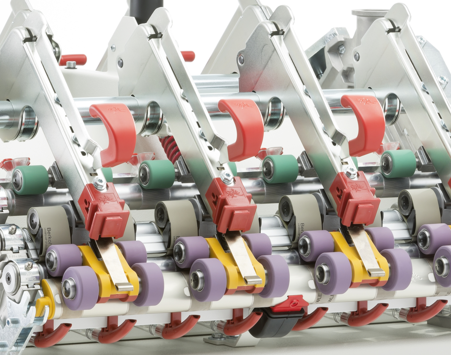 The innovations of the new EliTe®CompactSet Advanced for ring spinning machines result in high yarn quality, increased lifetimes and cost reduction.