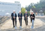Laying of the foundation stone, from left to right: Michael Künzle (Mayor), Bernhard Jucker (Chairman of the Board of Directors of Rieter), Norbert Klapper (CEO Rieter), Christa Meier (City Councillor and Head of Building Department)